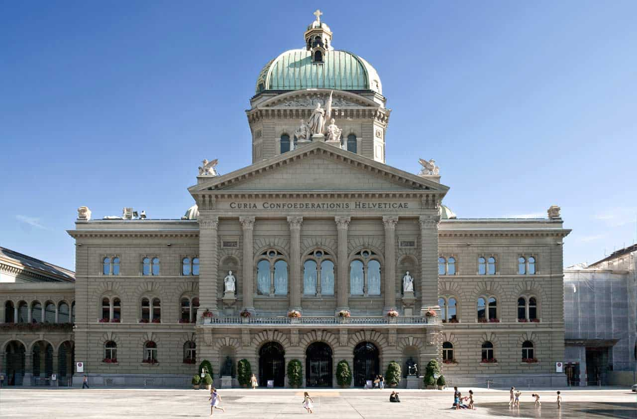 bundeshaus schweiz - Geniale Cross-Channel Content Marketing Kampagne von Chicken Treat